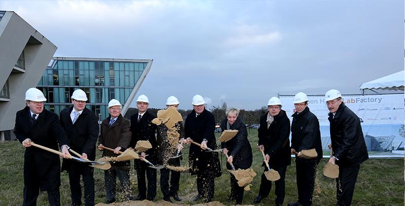 Spatenstich für die OHLF-Forschungsfabrik am 11. Dezember 2014. Bildnachweis: Volkswagen immobilien GmbH
