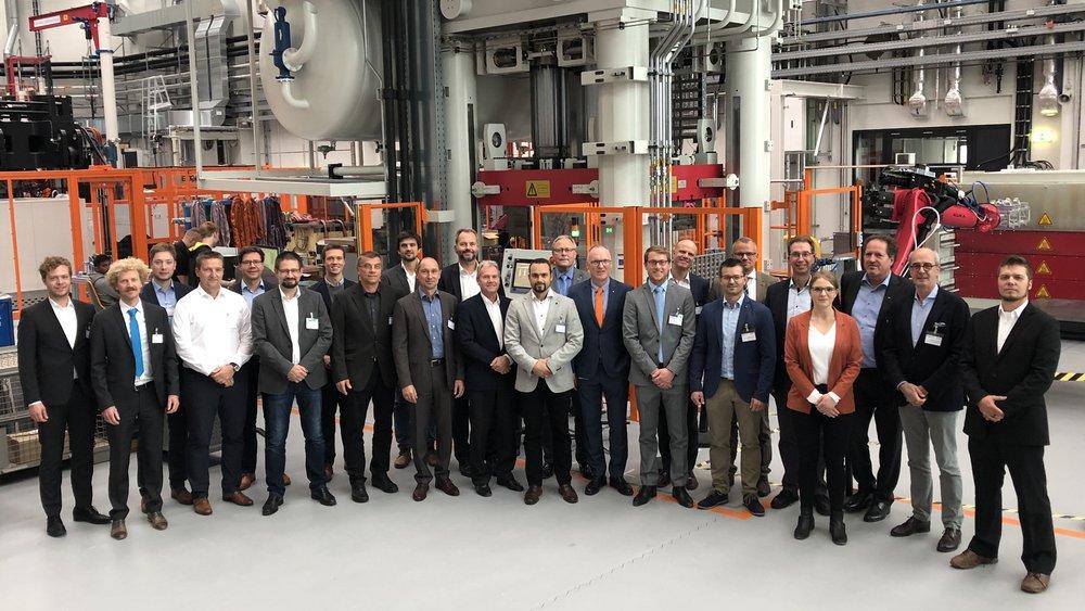 """Teilnehmede am 4. FSK Fachtag """"Leichtigkeit PUR"""", der erstmals in den Räumlichkeiten der Open Hybrid LabFactory in Wolfsburg stattgefunden hat."""