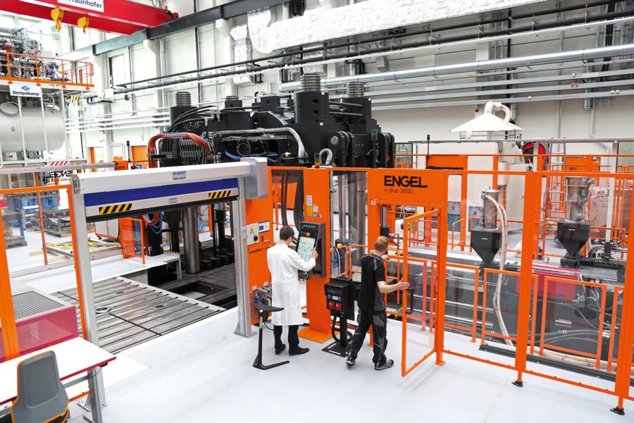 Großseriennahe Herstellung von Hybridbauteilen im Spritzgussverfahren.