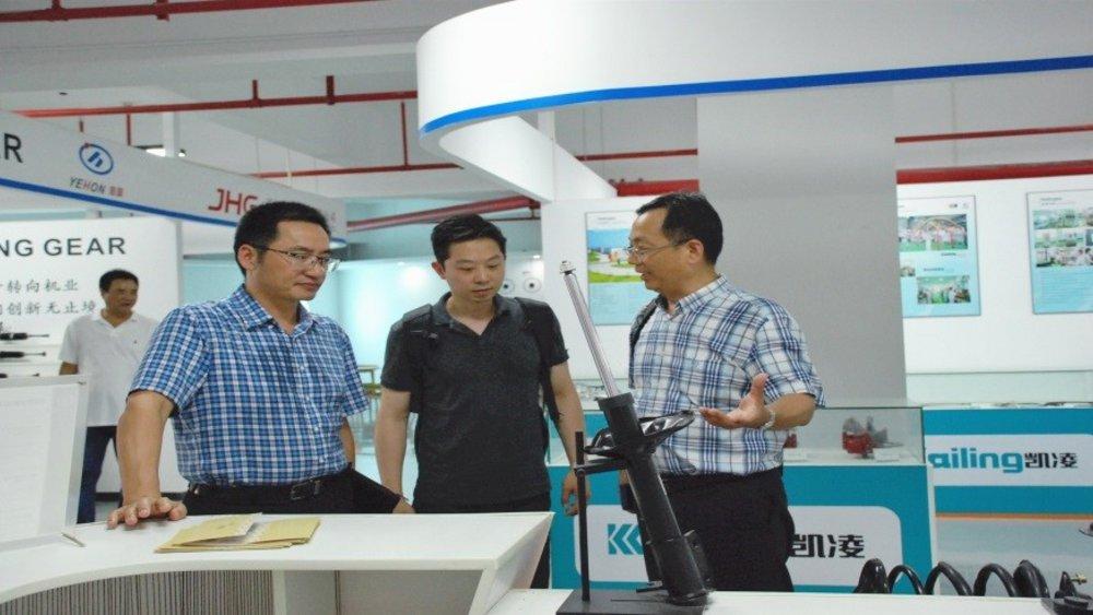 Leiter des NFF/OHLF-Repräsentantenbüros in Shanghai, Dr. Weijun Lu (m.) in gesprächen mit möglichen regionalen Kooperations- und WIssenschaftspartnern.