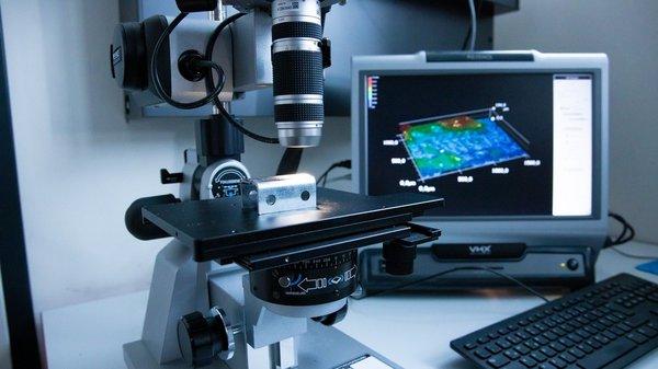 Abbildung 1: 3-D-Detailaufnahme von der Klebefläche eines gefügten Bauteils für die Analyse von adhäsiven und kohäsiven Anteilen der Klebung.
