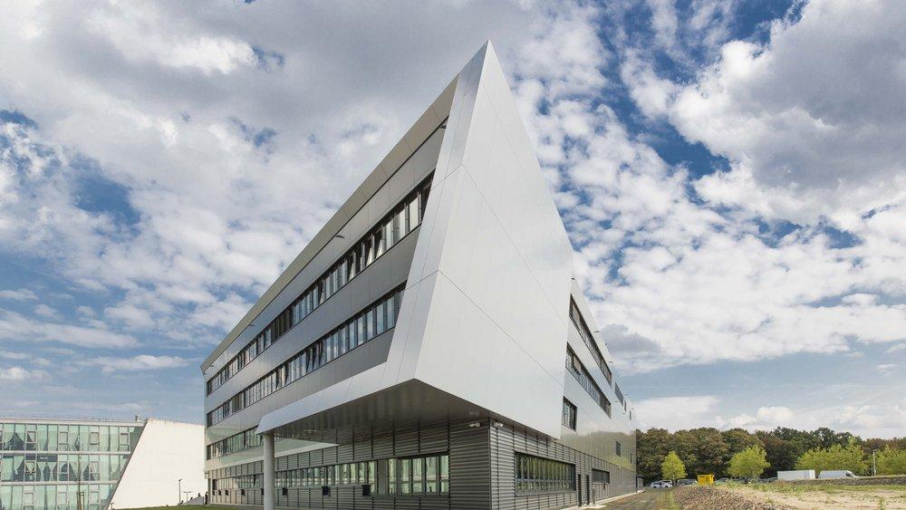 Außenansicht des OHLF-Forschungsgebäudes in Wolfsburg.