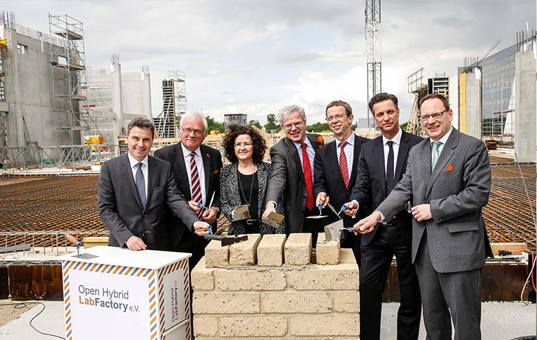 Grundsteinlegung der OHLF-Forschungsfabrik am 21. Mai 2015. Bildnachweis: NFF/Bierwagen
