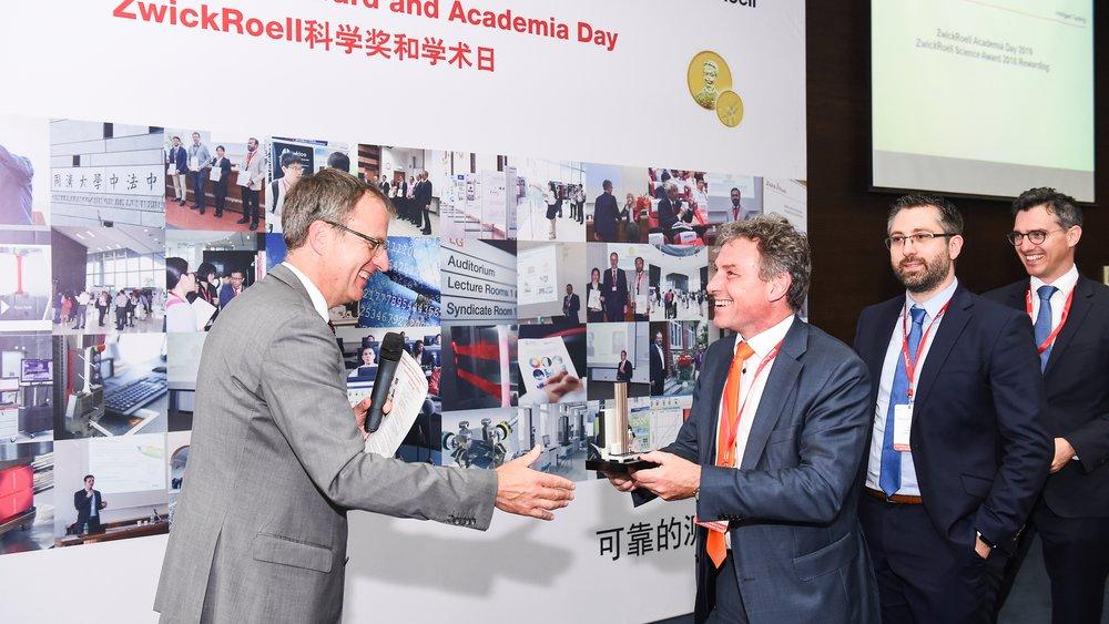 """Prof. Dr.-Ing Klaus Dilger nahm als 1. Vorsitzender des Vereins an den """"Academica Days"""" des OHLF-Vereinsmitglieds ZwickRoell in Shanghai teil."""